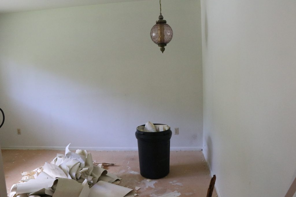 A step-by-step of the simplest way to removing old wallpaper.