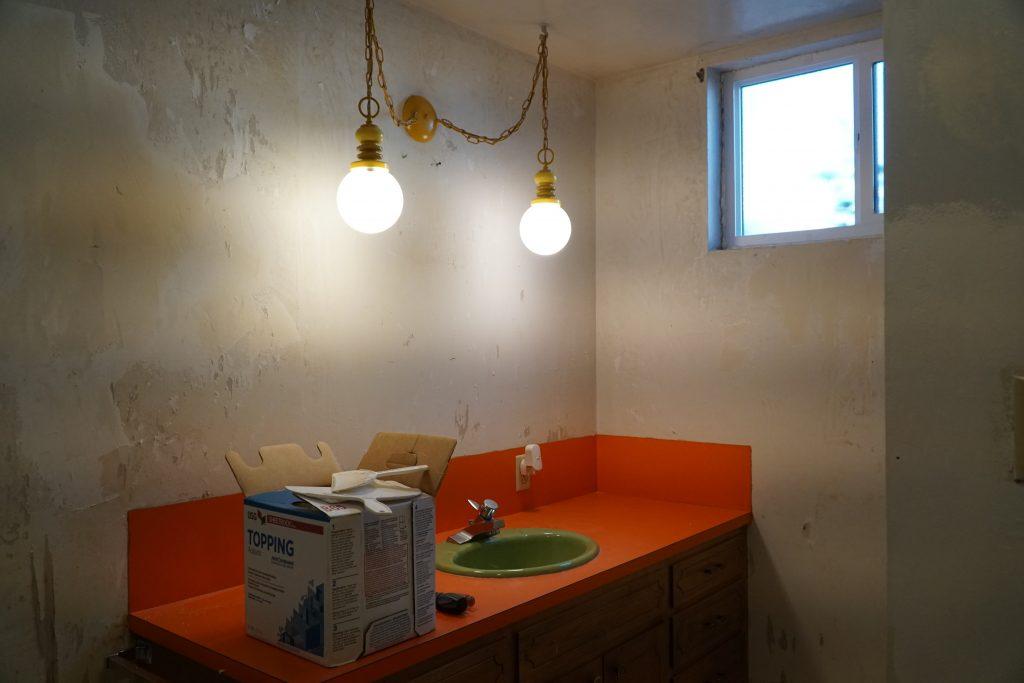 Basement bathroom before pic 2