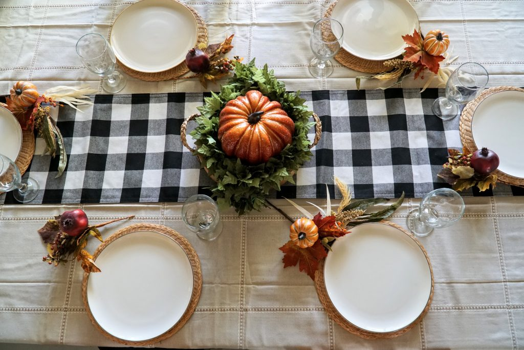 Simple and Rustic Thanksgiving Table Decor DIY