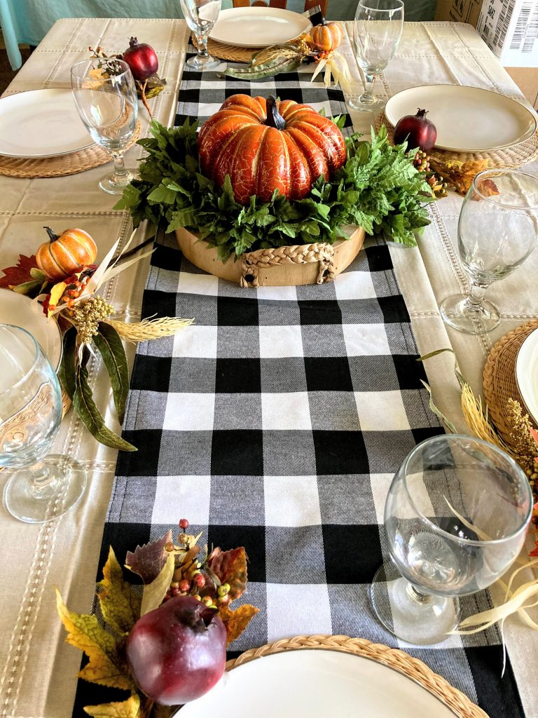 Simple, Rustic and the easiest Thanksgiving Table Setting you can DIY